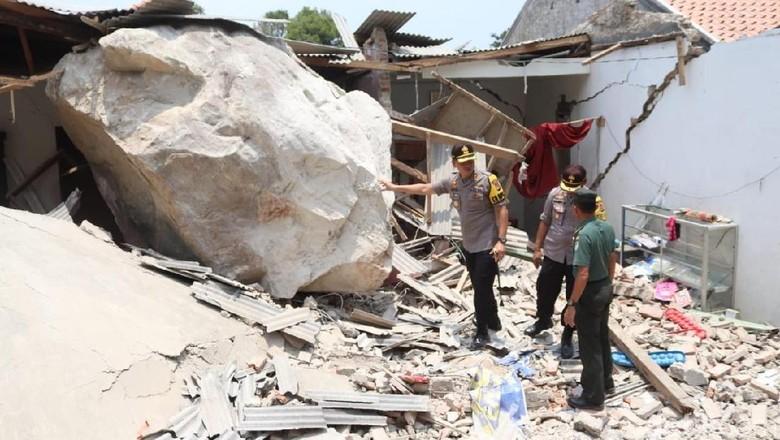 Perusahaan Tambang Janji Ganti Rugi Rumah Korban Hujan Batu Raksasa