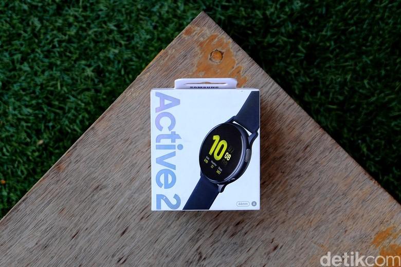 Ini kemasan jam tangan pintar Galaxy Watch Active2. (Foto: Muhammad Ridho/detikcom)