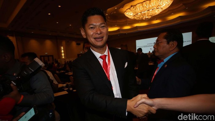 Raja Sapta Oktohari terpilih sebagai Ketum Komite Olimpiade Indonesia (KOI) periode 2019-2023 melalui aklamasi. Dia menggandeng Warih Sadono sebagai wakil ketua umum.