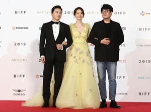 Penampilan Cantik Yoona SNSD di Red Carpet BIFF, Pakai Gaun Rp 127 Juta