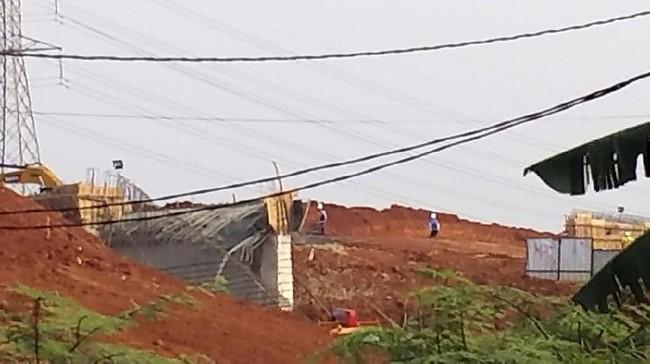 Foto penampakan proyek terowongan Tol Desari ambruk/Foto: Istimewa