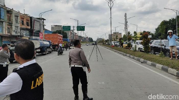 Foto: Polisi Olah TKP Kasus Tewasnya Aktivis Walhi di Medan (Budi-detikcom)