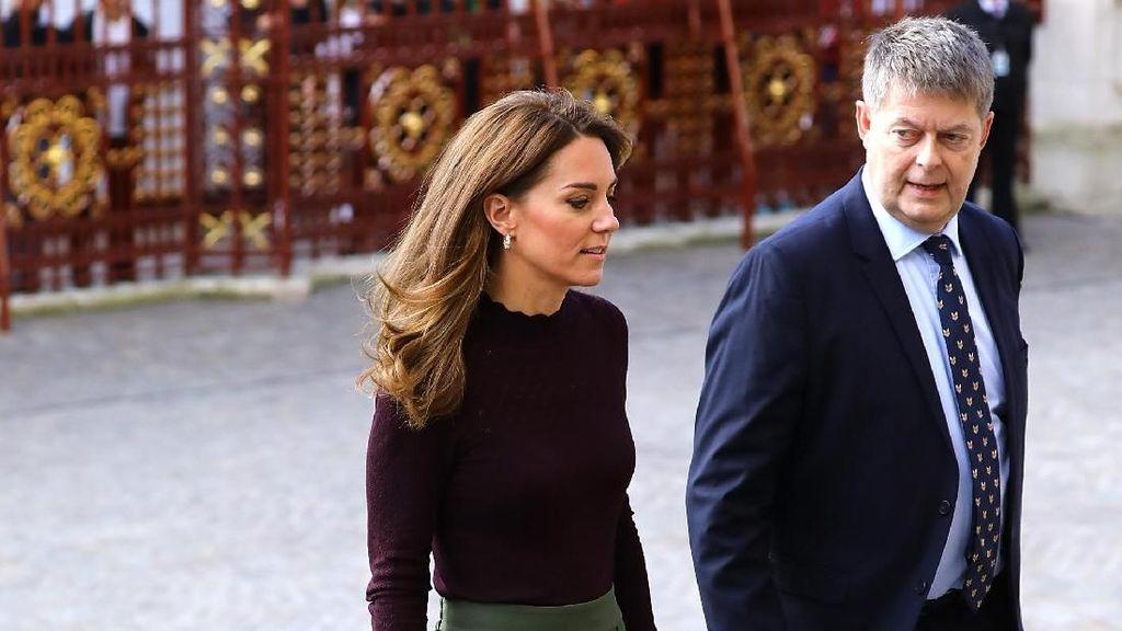 Foto: Gaya Kate Middleton ke Museum, Pakai Baju Rp 700 Ribuan