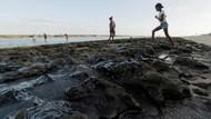Penampakan Tumpahan Minyak Misterius Cemari Pantai di Brasil