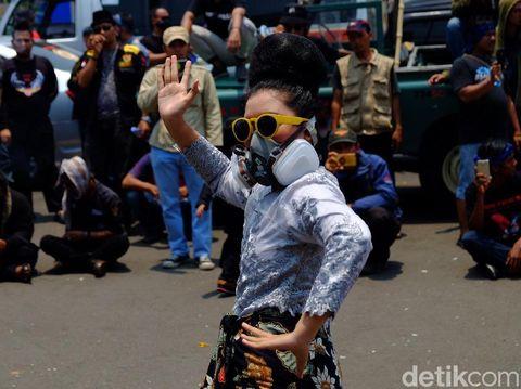 Massa Demo Tagih Janji Pemkab Karawang Soal Kerusakan Lingkungan