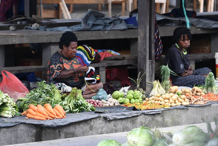 Beragam produk mulai dari sayuran, bumbu dapur, hingga kerajinan tangan kembali dipasarkan oleh para pedagang di Pasar Tradisional Tolikelek yang berada di Kota Wamena.