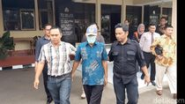 Polisi Serahkan Tersangka Korupsi BOS Tasikmalaya ke Kejaksaan