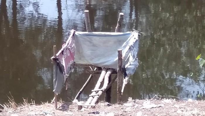 Tobong di bantaran sungai. (Foto: Imam Suripto)