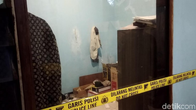 Densus Geledah Mes Tersangka Teroris di Bandung
