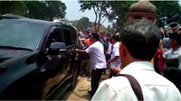 Mobil itu kemudian langsung membawa Wiranto setelah diserang. Foto: Istimewa