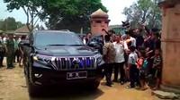 Toyota Land Cruiser Prado merupakan salah satu SUV yang legendaris. Di Indonesia, PT Toyota Asta Motor (TAM) tidak menjual Land Cruiser Prado, tapi beberapa importir umum ada yang menjual mobil tersebut. Foto: Istimewa