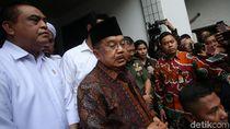 Giliran Jusuf Kalla Besuk Wiranto di RSPAD Gatot Soebroto