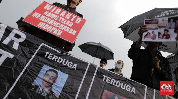 Aktivis HAM mengkritisi para jenderal yang ada di lingkaran Jokowi, salah satunya adalah eks Menko Polhukam Wiranto yang diduga terkait dengan sejumlah kasus HAM.