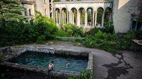 Masih ada sisa-sisa bangunannya yang sudah dikunjungi turis (BBC Travel/Taylor Weidman)