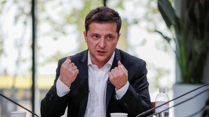 Ukraines President Volodymyr Zelenskiy holds a press-marathon at a food market in Kiev, Ukraine October 10, 2019.  REUTERS/Gleb Garanich