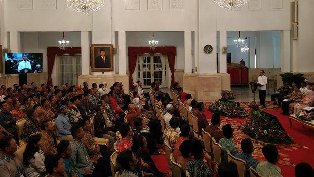 Jokowi menjelaskan soal SK perhutanan sosial.