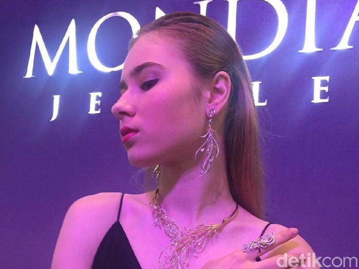Perhiasan Mondial karya Tex Saverio. Foto: Daniel Ngantung/Wolipop