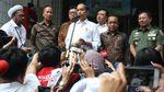 Momen Presiden Jokowi Besuk Wiranto di RSPAD Gatsu