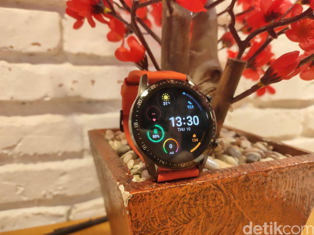 Huawei Watch GT 2 hadir dengan ukuran bodi jam tangan berdiameter 46 mm. (Foto: detikINET/Virgina Maulita Putri)