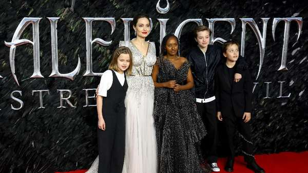 Pesona Angelina Jolie dan Elle Fanning di Red Carpet Maleficent