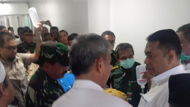 Jenguk Wiranto, Kapitra Ampera: Beliau Bisa Bicara Tapi Agak Lemas