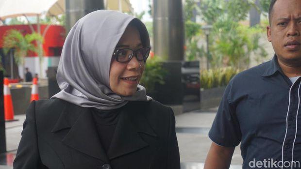 Eni Maulani Saragih di gedung KPK, Kamis (10/10/2019)