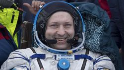 Astronot Rusia Mengenang Asyiknya Main Bulutangkis di Luar Angkasa