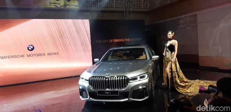 BMW seri 7. Foto: Ridwan Arifin