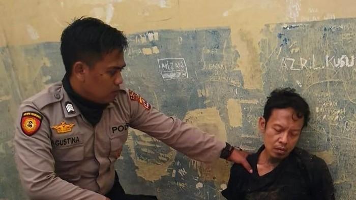 Menko Polhukan Wiranto menjadi korban penusukan di Pandeglang, Banten. Berikut foto-foto rentetan peristiwanya.