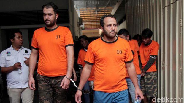 Sejumlah WNA yang ditangkap polisi di Operasi Nila.