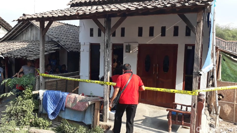 Rumah FD yang Terlibat Penusukan Wiranto di Brebes Digeledah Polisi