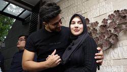Ammar Zoni Pingsan Lihat Wajah Jenazah Bayi Kembarnya