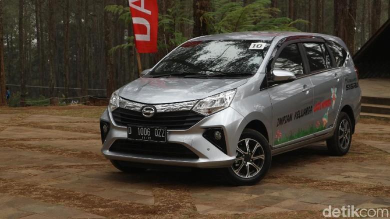 Test drive Daihatsu Sigra di Lembang, Cikole, Bandung, Jawa Barat, Kamis (10/10/2019).