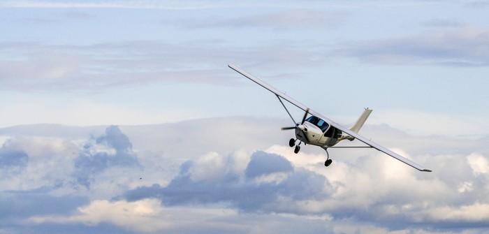 ilustrasi pesawat kecil
