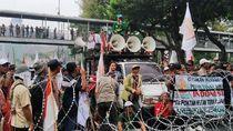 Janji Tak Buat Onar di Istana, Massa Petani Minta Kawat Berduri Dibuka