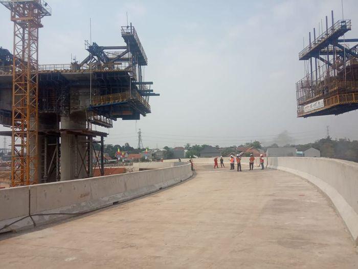 Beberapa ruas jalan tol ini pun sudah mulai keliatan bentuknya. Salah satunya, di bagian interchange alias simpang layang Cibitung. Foto: Herdi Alif Al Hikam/detikcom