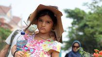 Bertopi Kardus, Anak-anak Pencari Suaka Ikut Aksi Long March