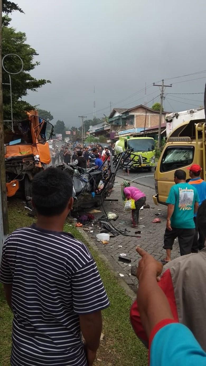 Tabrakan Beruntun di Sibolangit Sumut, Sejumlah Orang Terluka