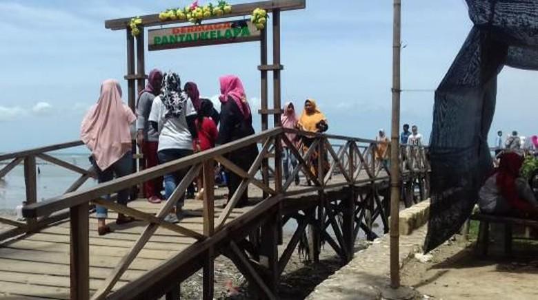 Pantai Kelapa. Foto: Istimewa