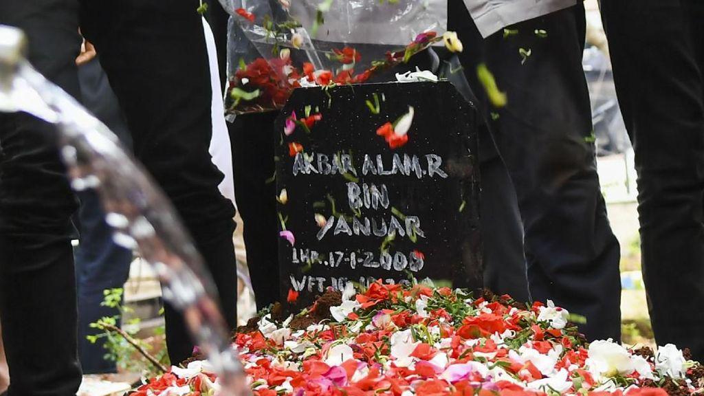 Duka Indonesia, Berita Kehilangan Akbar Alamsyah