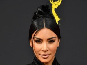 Penampilan Kim Kardashian Dengan Rambut & Alis Pirang, Bikin Tak Dikenali