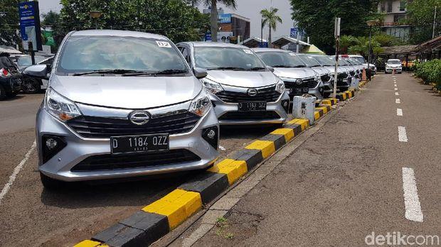 Daihatsu Sigra di Stasiun KA Bandung