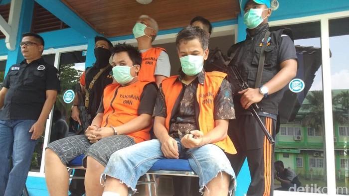 Foto: BNN Jambi menangkap 3 kurir sabu, salah satunya anggota polisi bernama Aiptu Rudi Sipahutar (53). (Ferdi-detikcom)