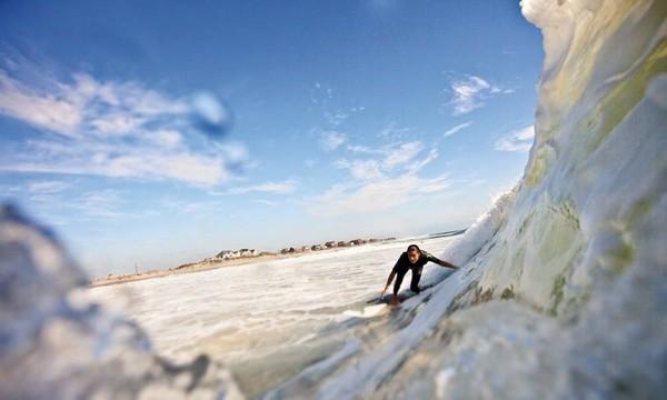 Ada banyak aktivitas yang bisa dilakukan di Outer Banks, seperti surfing (Facebook/Visit The Outer Banks)