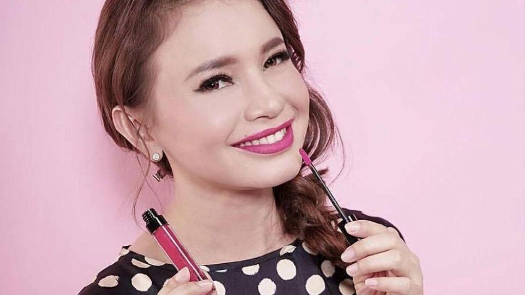Rossa Senang Bersaing dengan Banyak Artis di Bisnis Lipstik