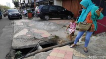 Awas, Lubang Mengintai Pejalan Kaki di Margonda