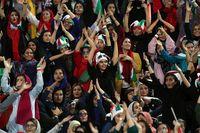 Ekspresi Kegembiraan Wanita Iran yang Dibolehkan Nonton Bola Setelah 38 Tahun