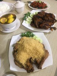 Cicip Bubur China, Iga Sapi, dan Ayam Presto yang Bikin Laper!