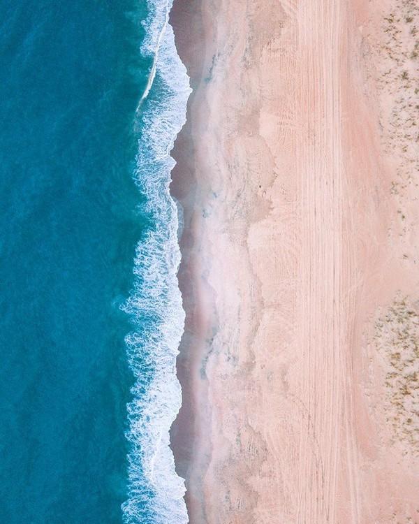 Hamparan pasir putih kecokelatan di pantainya juara! (Facebook/Visit The Outer Banks)
