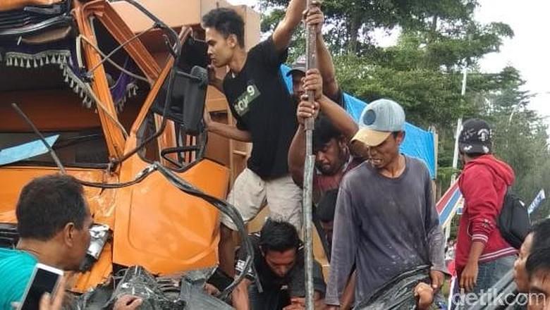 Sopir Korban Kecelakaan Beruntun di Sumut Berhasil Dievakuasi